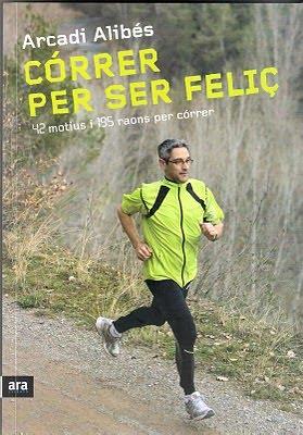 """Más libros. Éste es el que me han regalado este año. Se trata de """"Correr para ser feliz"""" de Arcadi Alibés, un superhéroe que ya lleva 100 maratones (sic) en sus piernas. Alguien con ese currículum seguro que tiene cosas interesantes que contar."""
