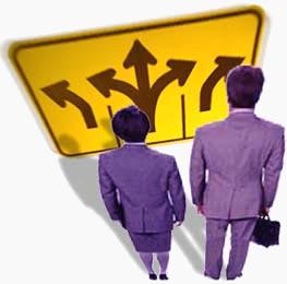 Un DSS es un sistema informático que utiliza información y modelos matemáticos para ayudar a los trabajadores de la información a tomar decisiones empresariales adecuadas según las condiciones del mercado y la situación interna de la compañía.